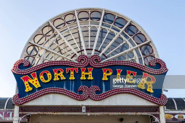 ノース ピア サイン ブラックプール - ブラックプール ストックフォトと画像