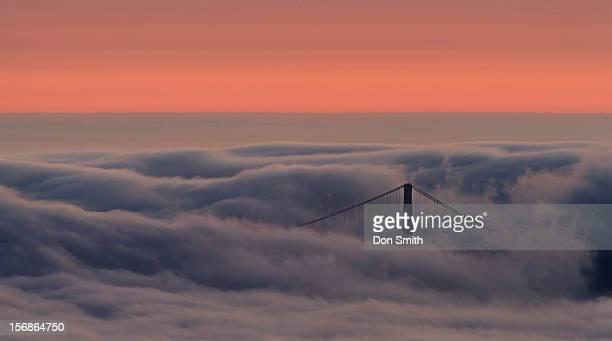 north tower through fog - don smith foto e immagini stock