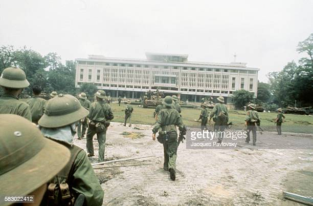 North Vietnamese troops seize the presidential palace in Saigon