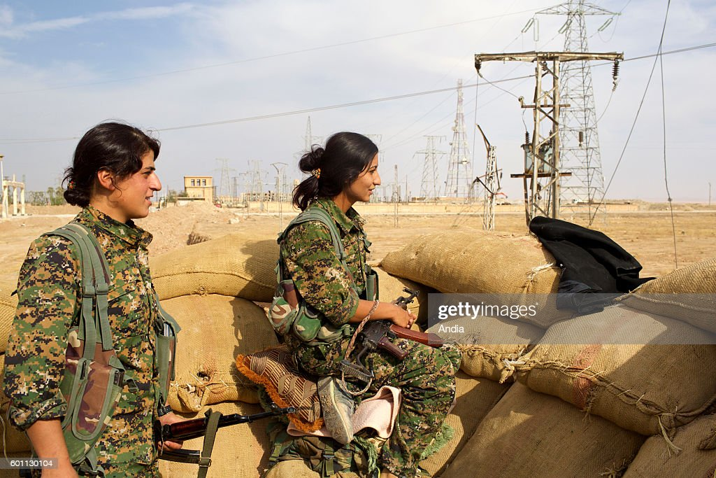 Syria, Rojava: soldier of the People's Protection Units in Hassage : News Photo