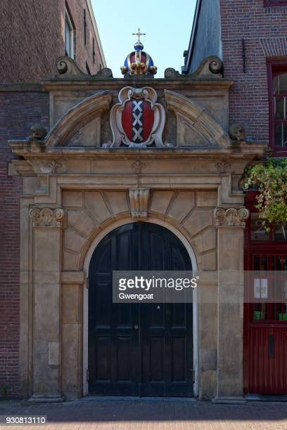 porte nord de l'église wallonne à amsterdam - gwengoat photos et images de collection