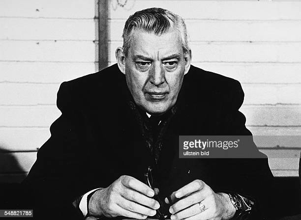 Northern Ireland, Belfast: Reverend Ian Paisley. The Provisional IRA displaying their strenght on the streets of the Creggan Estate, Londonderry....