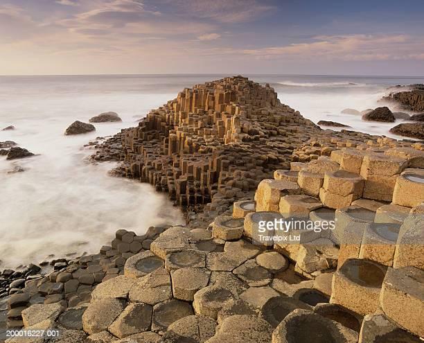 northern ireland, county antrim, giant's causeway, basalt formations - nordirland bildbanksfoton och bilder