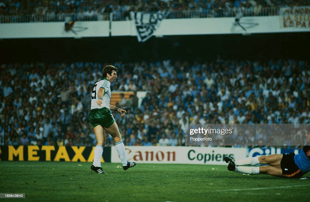 Armstrong Scores Against Spain : News Photo