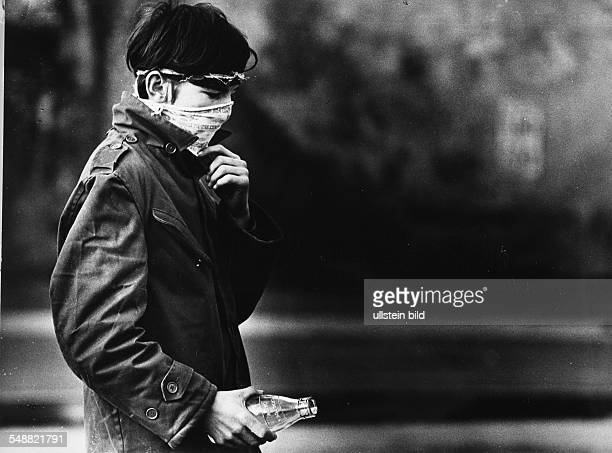 Northern Ireland, Londonderry: A masked teenager.