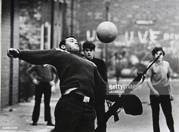 Northern Ireland, Londonderry: British soldiers playing soccer in the protestant Shankill Road.