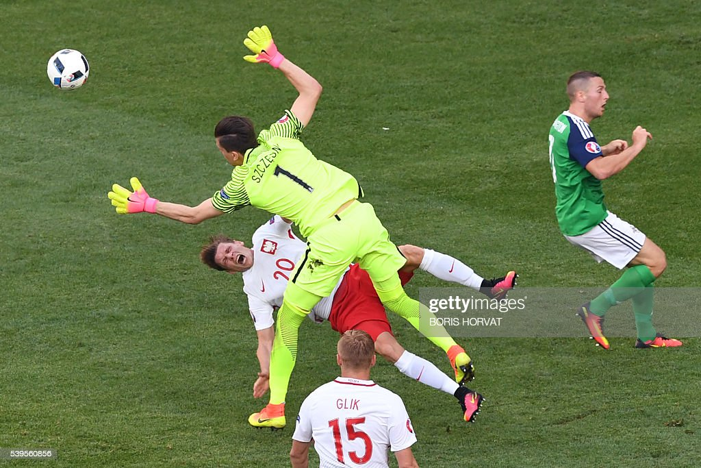 TOPSHOT - Northern Ireland's goalkeeper Michael McGovern (C) collides with Poland's defender Lukasz Piszczek (L) during the Euro 2016 group C football match between Poland and Northern Ireland at the Allianz Riviera Stadium in Nice on June 12, 2016. / AFP / BORIS