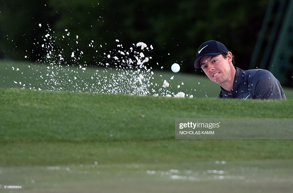 Northern Ireland's Rory McIlroy hits out of a bunker on the 18th green during Round 1 of the 80th Masters Golf Tournament at the Augusta National Golf Club on April 7, 2016, in Augusta, Georgia. / AFP / Nicholas Kamm