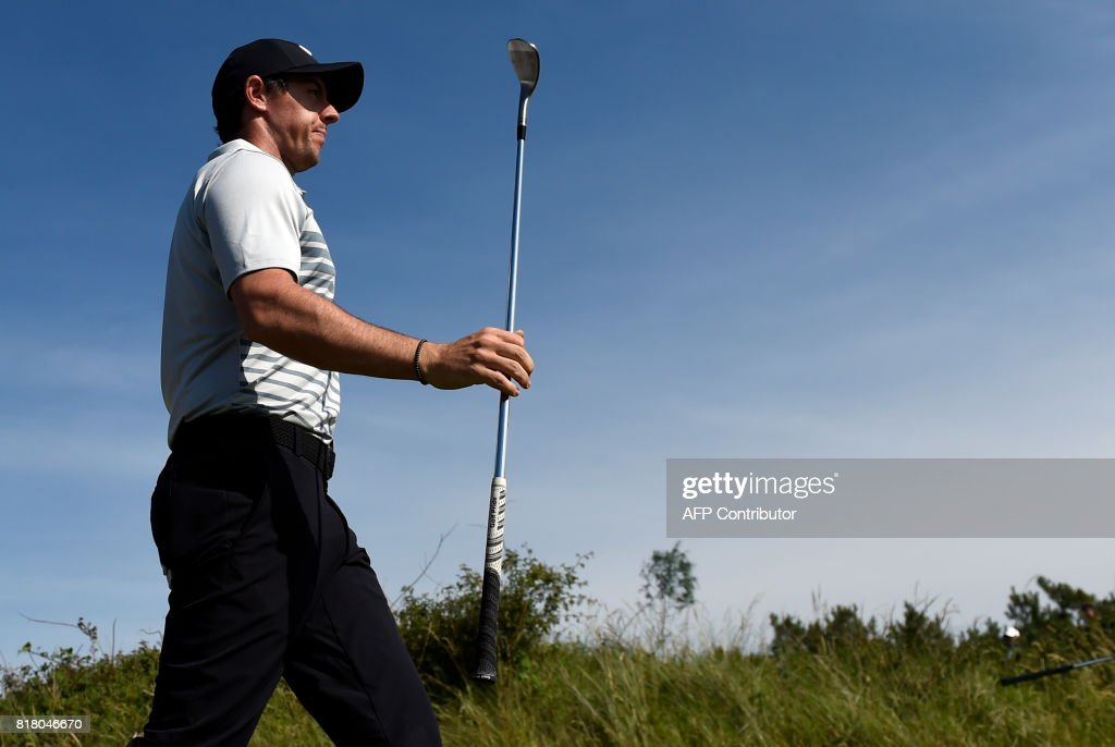 Northern Ireland's Rory McIlroy leaves the 7th tee during a practice round at Royal Birkdale golf course near Southport in north west England on July 18, 2017, ahead of the 146th Open Golf Championship. / AFP PHOTO / Andy BUCHANAN / RESTRICTED