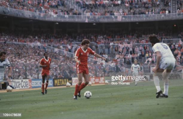 Northern Irish footballer Martin O'Neill, midfielder with Nottingham Forest Football Club, pictured making a run with the ball towards Hamburger...