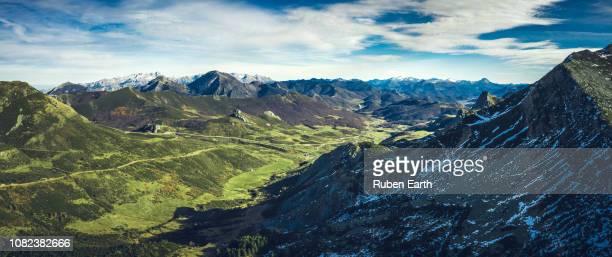 northern leon mountains landscape - provinz leon stock-fotos und bilder