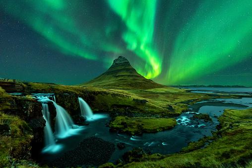 northern lights appear over Mount Kirkjufell with kirkjufellfoss waterfall in Iceland. - gettyimageskorea