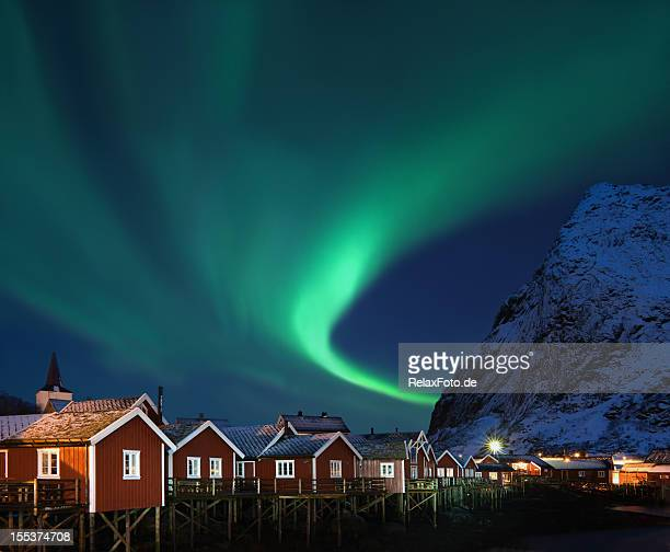 Northern lights-Aurora borealis über Reine, Lofoten, Norwegen