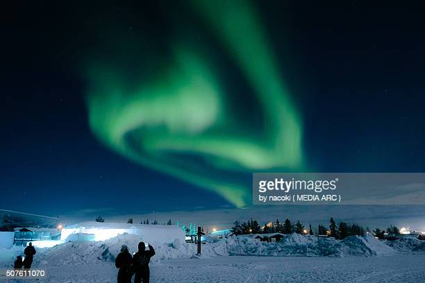 northern lights, aurora in sweden kiruna icehotel - ice hotel sweden stock pictures, royalty-free photos & images