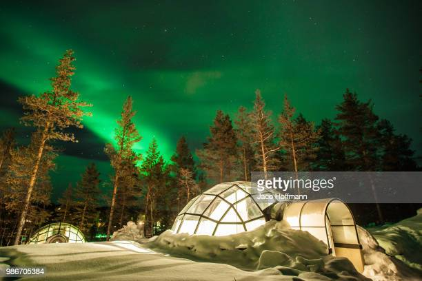 northern lights glass igloo - igloo stock pictures, royalty-free photos & images