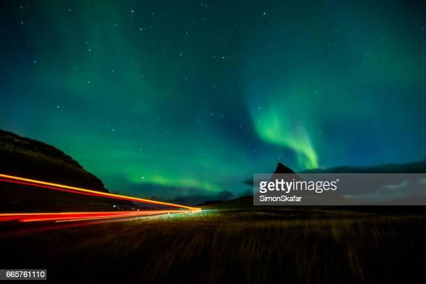 Nordlicht in Island mit Lichtspur