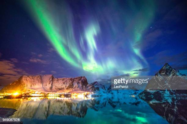 northern lights in the sky of the lofoten islands in norway - aurora borealis stock pictures, royalty-free photos & images