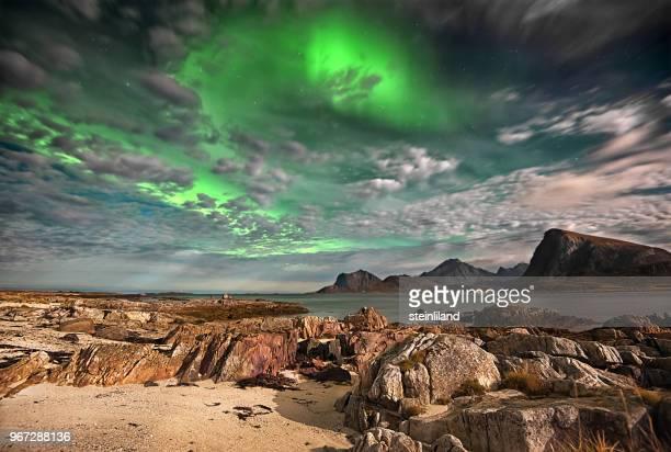 northern lights, lofoten, nordland, norway - paranormal photos et images de collection