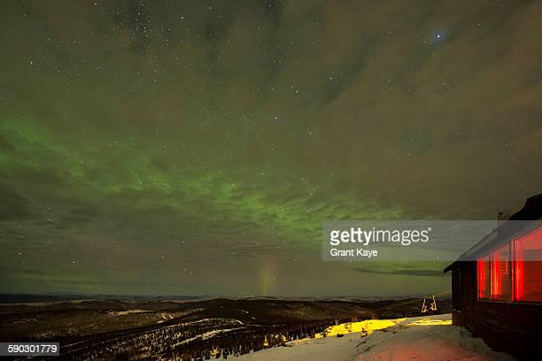 northern lights near fairbanks, alaska - paisajes de alaska fotografías e imágenes de stock