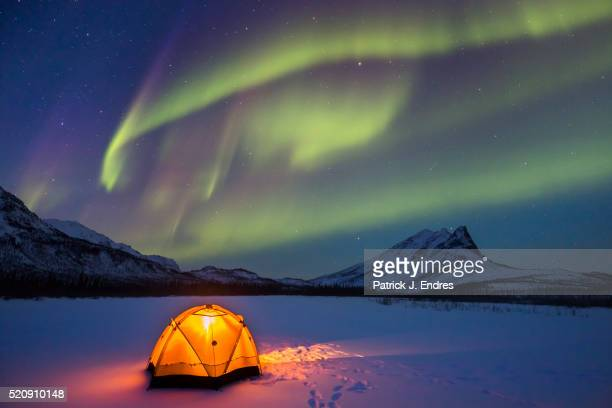 northern lights over alaska winter camp - aurora borealis stock pictures, royalty-free photos & images
