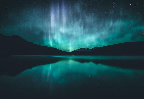 Northern lights over lake, Jasper, Alberta, Canada - gettyimageskorea