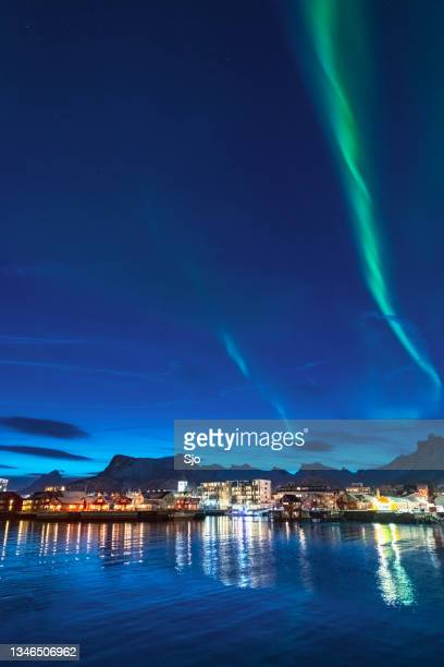 """northern lights over svolvaer in the lofoten in northern norway - """"sjoerd van der wal"""" or """"sjo"""" stockfoto's en -beelden"""