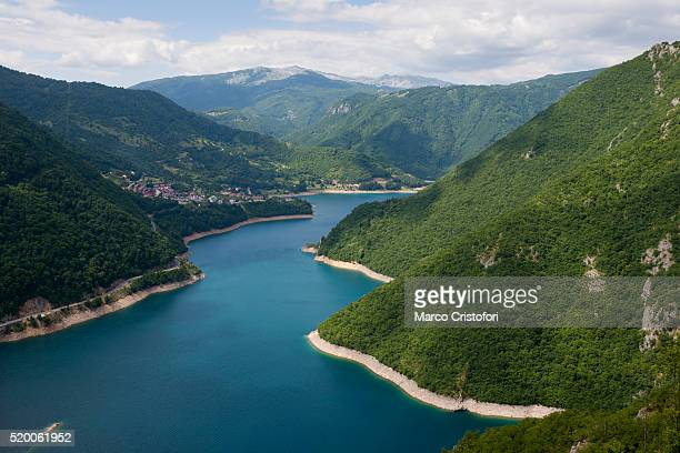 northern montenegro, mountains near pluzine, montenegro - marco cristofori fotografías e imágenes de stock