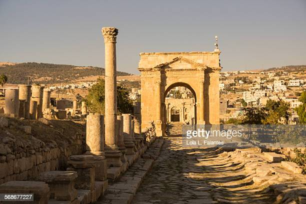northern tetrapylon, jerash - roman decapolis city stock pictures, royalty-free photos & images