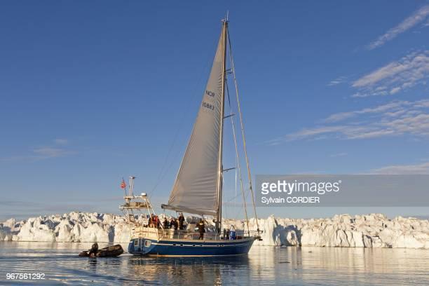 Norvege Archipel du Svalbard Spitzberg Krossfjorden Glacier du Lilliehookbreen voilier