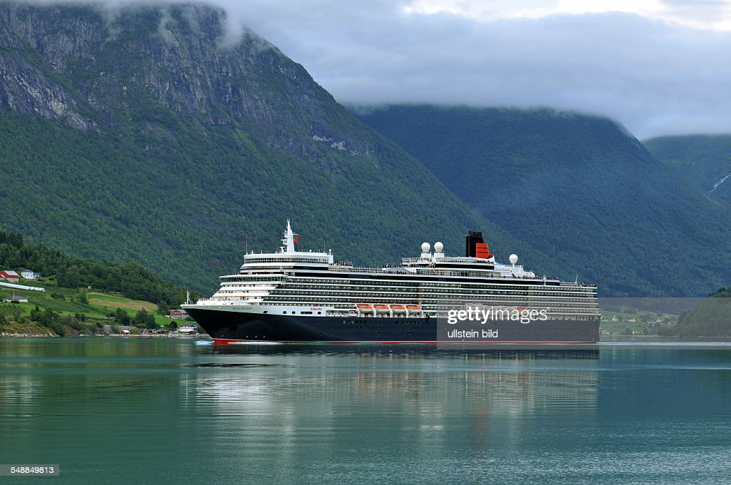 Norway Cruise Liner Queen Elizabeth Of The Ship Owner Cunard - Cruise ship norway
