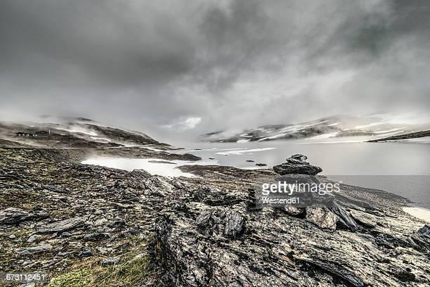 norway, hedmark, gomma river in tufsindalen valley, dramatic sky - 石塚 ストックフォトと画像
