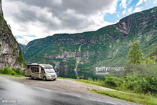 Norway, Hordaland, Eidfjord, caravan at Eidfjordvatnet lake