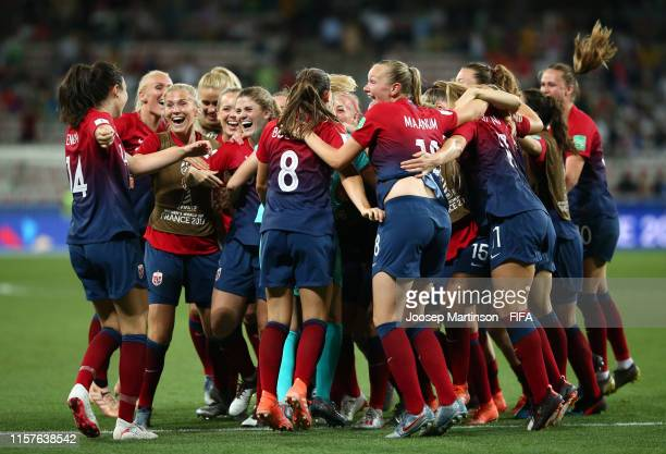 Norway players celebrate following their team's victory in the penalty shoot out during the 2019 FIFA Women's World Cup France Round Of 16 match...