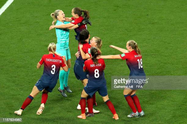 Norway players celebrate following their victory in the penalty shoot out during the 2019 FIFA Women's World Cup France Round Of 16 match between...
