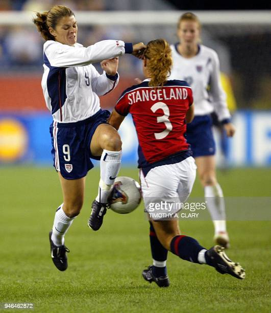 Norway's Ane Stangeland fights for the ball with USA's Mia Hamm during their FIFA 2003 Women's World Cup quarterfinal soccer match 01 October at...