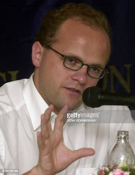 Norway's deputy foreign minister Vidar Helegesen addresses the Foreign Correspondents' Association of Sri Lanka 20 April 2002 in the capital Colombo...