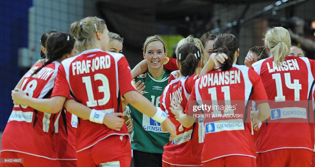 Norway S Goalkeeper Katrine Lunde Haraldsen Celebrates With Teammates News Photo Getty Images