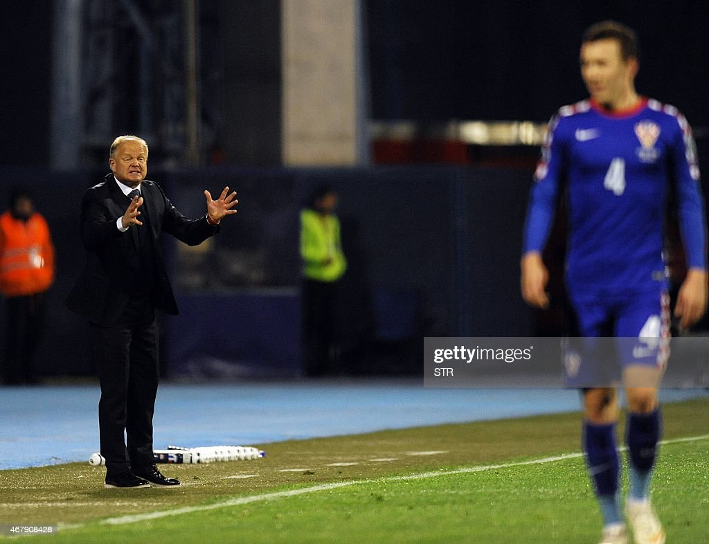 Norway's head coach Mathias Hogmo (L) reacts during the Euro 2016 qualifying football match between Croatia and Norway on March 28, 2015 at the Maksimir stadium in Zagreb.
