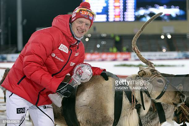 Norways Johannes Thingnes Boe poses with his team's crystal globe for taking the men's Relay World Cup title at the IBU Biathlon World Cup in...