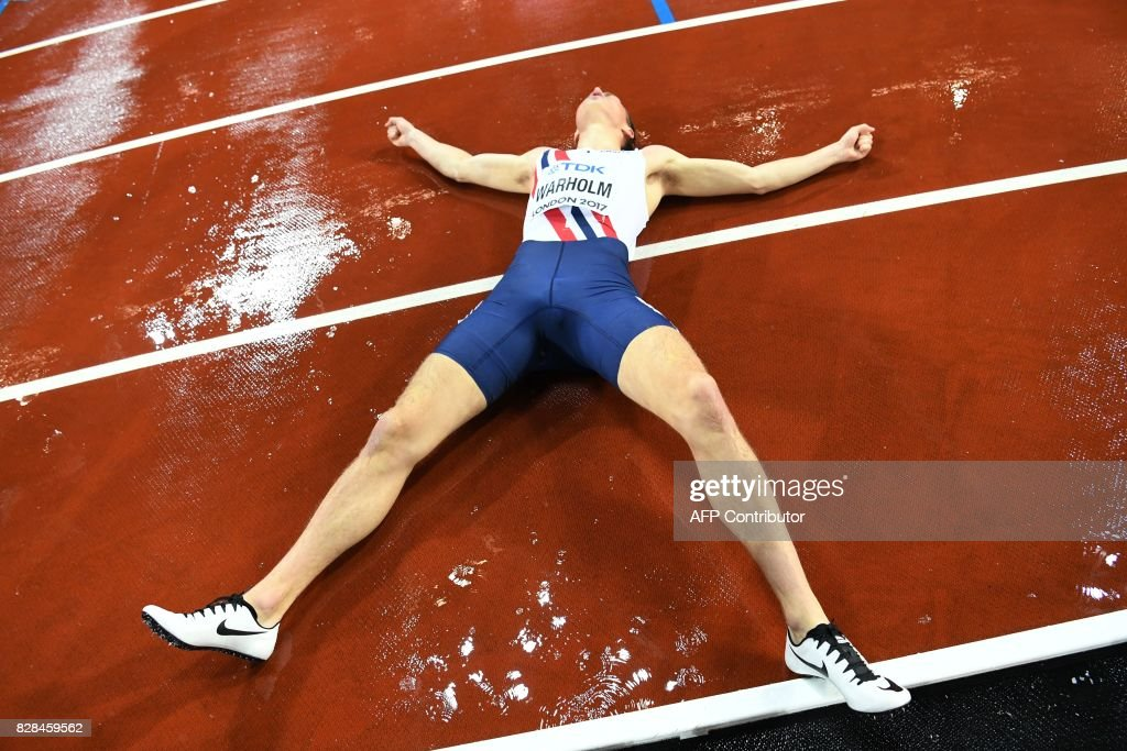 Norway's Karsten Warholm celebrates after winning the final of the men's 400m hurdles athletics event at the 2017 IAAF World Championships at the London Stadium in London on August 9, 2017. / AFP PHOTO / Kirill KUDRYAVTSEV