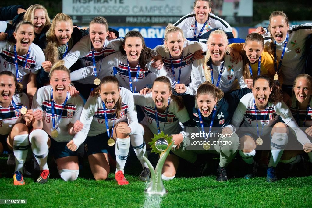 FBL-WOMEN-ALGARVE-CUP-POL-NOR : News Photo