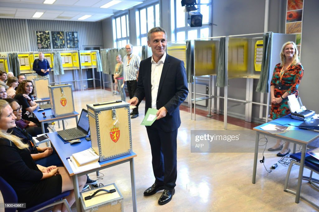 Norway`s Prime Minister Jens Stoltenberg casts his ballot in the parliamentary election at a polling station in Oslo, on September 8, 2013. Norway's centre-right opposition looks set to oust Prime Minister Jens Stoltenberg in Monday's general election, paving the way for an anti-immigration party to enter government two years after right-wing extremist Anders Behring Breivik's deadly attacks. AFP PHOTO /NTB scanpix/ FREDRIK