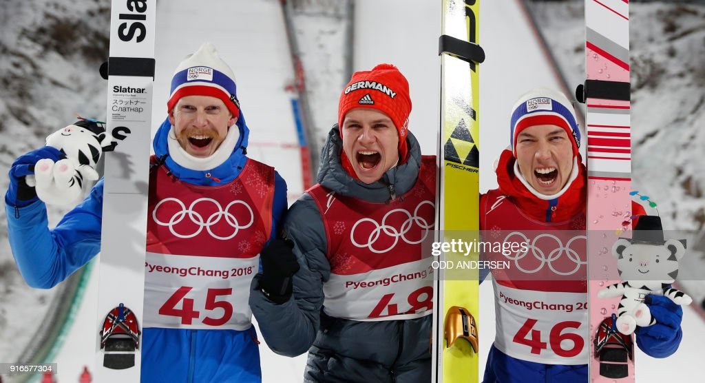 TOPSHOT - Norway's Robert Johansson, Germany's Andreas Wellinger and Norway's Johann Andre Forfang celebrate during the victory ceremony at the end of the men's normal hill individual ski jumping event during the Pyeongchang 2018 Winter Olympic Games on February 10, 2018, in Pyeongchang. / AFP PHOTO / Odd ANDERSEN