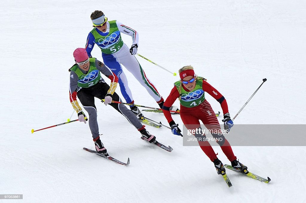Norway'sTherese Johaug (R), Germany's Ev : News Photo