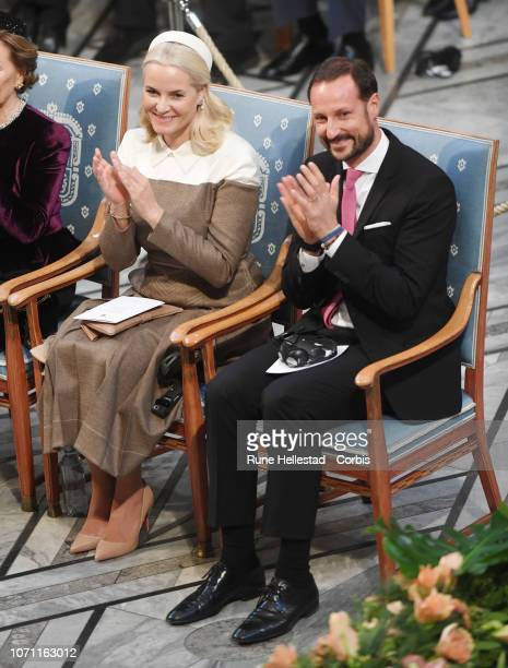 Norwegia Crown Princess Mette Marit and Crown Prince Haakon attend the Nobel Peace Prize ceremony 2018 at Oslo City Town Hall on December 10 2018 in...