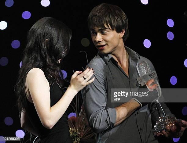 Norwegian 2009 Eurovision Song Contest winner Alexander Rybak offers Germany's Lena her trophy after she won the final of the Eurovision Song Contest...