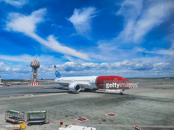 norwegian air shuttle airplane scandinavian airline on runway - italy vs norwegian stock pictures, royalty-free photos & images