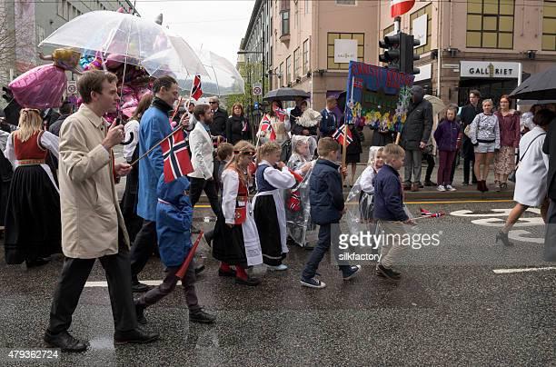 Norwegische Verfassungstag (17. Mai) feiern Parade in Bergen, Norwegen