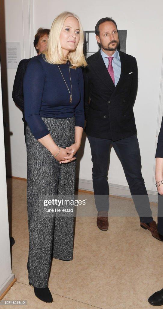 norwegian-crown-prince-haakon-and-crown-princess-mette-marit-visit-picture-id1074321340