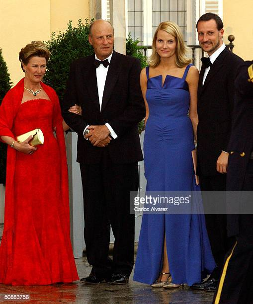 Norwegian Crown Prince Haakon and his wife Crown Princess Mette-Marit poses for a picture with King Harald V, Queen Sonja, Princess Martha Louise and...
